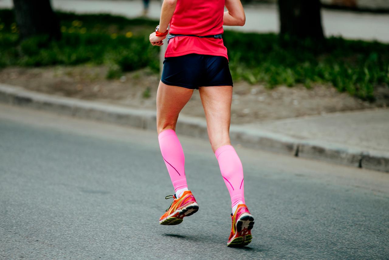 b207bce4d73c9 correr-mujer-medias-compresion-ropa-equipo - Escuela de Running