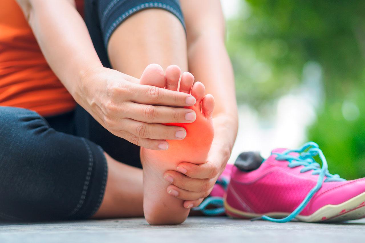carrera lateral cruzando piernas musculos